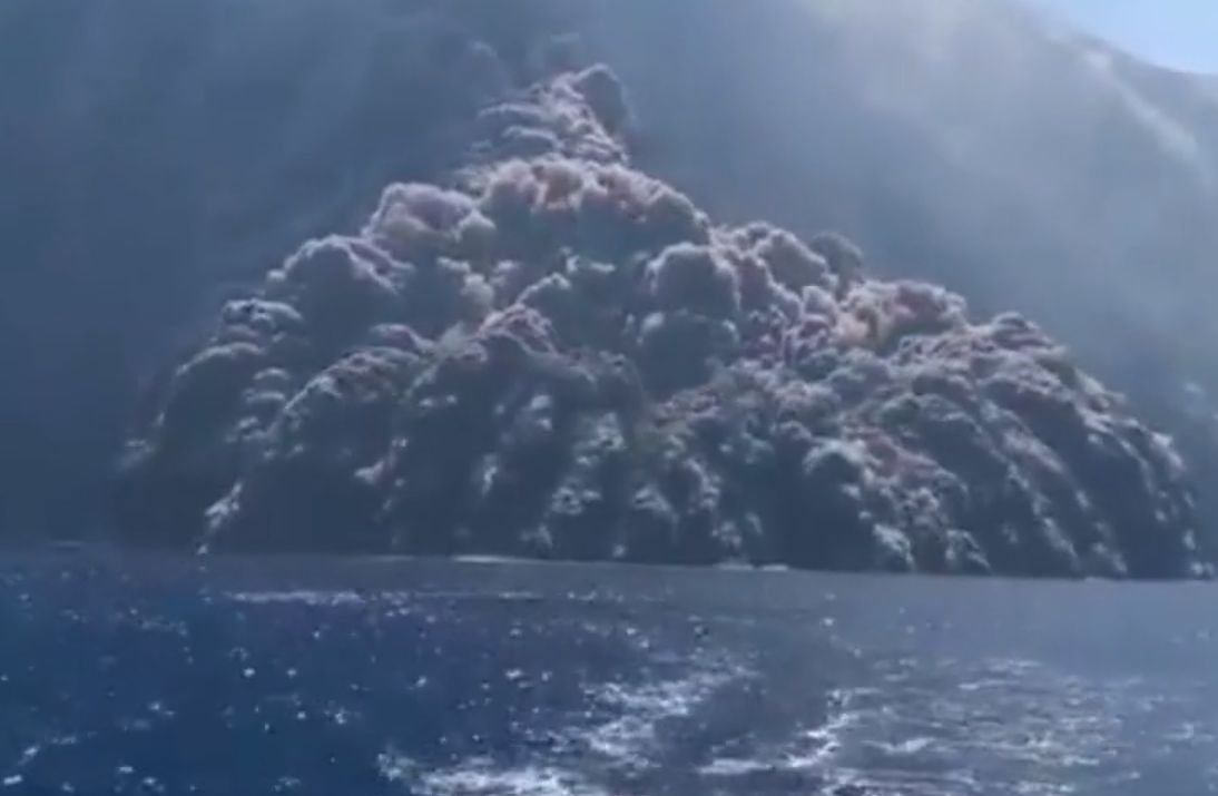 Wybuch wulkanu na wyspie Stromboli. Przerażające nagranie z żaglówki