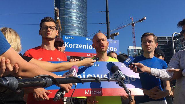 """Śpiewak zmienił nazwę ronda Daszyńskiego. """"Przez rondo mogą przejść tylko młodzi ludzie"""""""