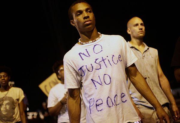 Spokojna noc w Ferguson w USA, gdzie od ponad 10 dni trwały zamieszki na tle rasowym