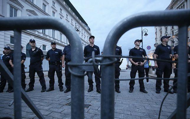 Koszty miesięcznic smoleńskich. Poseł PO: policja podaje dane, a potem wysyła do komend nakaz. KGP dementuje