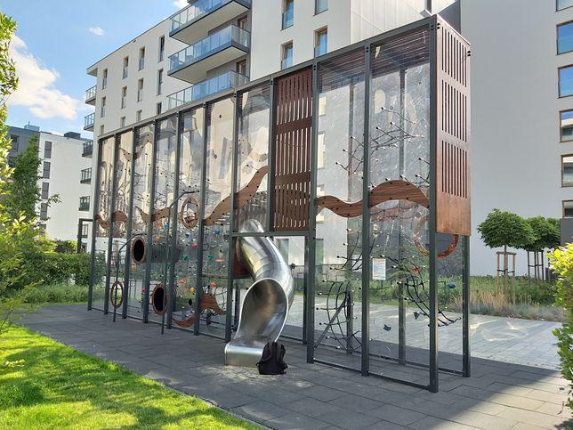 W Gdańsku Oliwie powstał plac zabaw, który przypomina terrarium dla dzieci.
