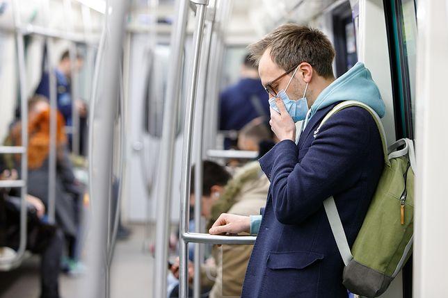Ludzie przestraszyli się koronawirusa? Zaczęto masowo kupować maseczki ochronne
