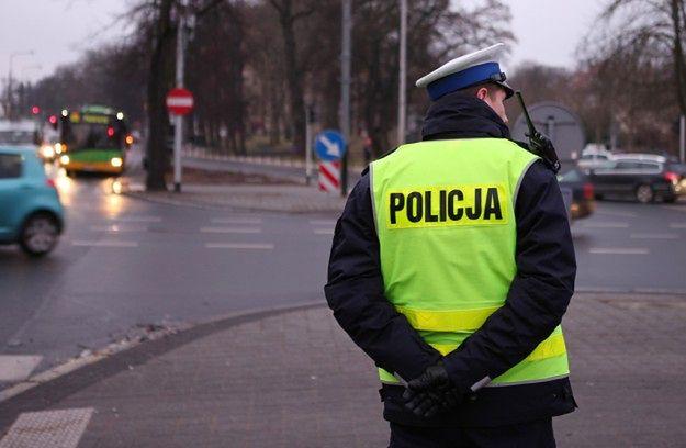 Policjanci apelują o ostrożność na drodze w trakcie wyjazdów na cmentarze