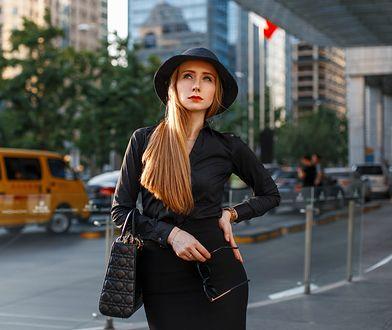 Ołówkowa spódnica pasuje do eleganckich stylizacji