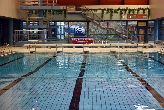 Imigranci dostali zakaz wstępu na basen. Molestowali kobiety
