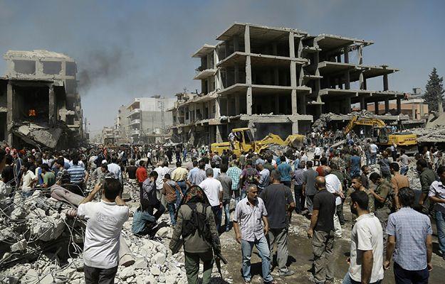 Zamach na północy Syrii, przy tureckiej granicy - zginęły 44 osoby