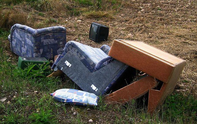 Katowice chcą nauczyć mieszkańców w jaki sposób wyrzucać odpady wielkogabarytowe.