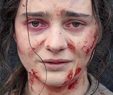 Aisling Franciosi jako Clare, anioł śmierci mszczący się za swoje krzywdy w XIX-wiecznej Australii