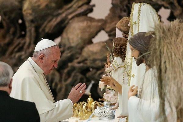 Proces w sprawie szat liturgicznych dla papieża Franciszka
