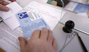 Prawo precyzyjnie określa, komu przysługuje karta umożliwiająca parkowanie na kopercie