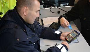 Policja dostała terminale płatnicze. Pierwsze urządzenia trafiły do Opola
