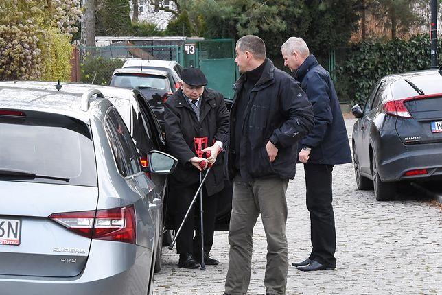 Jarosław Kaczyński po operacji. Jan Maria Tomaszewski: pracuje cały czas z domu