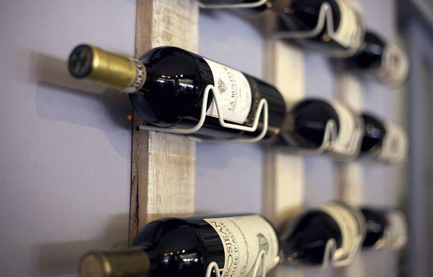 Absurdalna decyzja parlamentu. Wino nie jest już... alkoholem