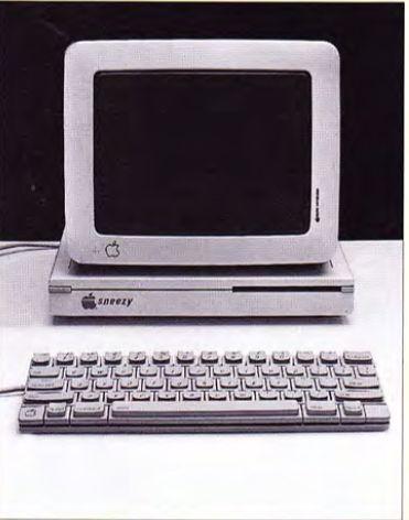 Macintosh Snezzy w obudowie Pizza-Box. Zaprezentowano go Jobsowi w 1983 roku, lecz nie wzbudził on zachwytu Jobsa.