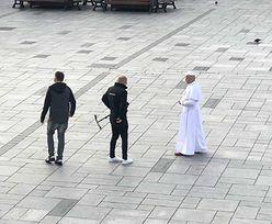 Papież w Wadowicach. Kim jest sobowtór Jana Pawła II? Mieszkańcy klękali na ulicy