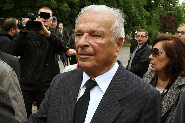 Czesław Kiszczak podczas uroczystości pogrzebowych generała Wojciecha Jaruzelskiego