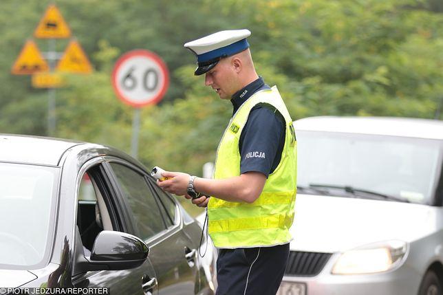 Prowadzenie samochodu pod wpływem używek stwarza dodatkowe zagrożenie na drogach