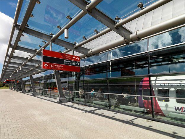 Ewakuacja terminala pasażerskiego w Modlinie