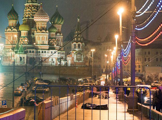 Zatrzymania ws. zabójstwa Niemcowa. Podejrzany wysadził się granatem?