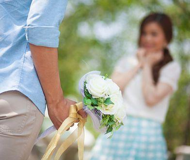 Mężczyzna z kwiatami to szczyt marzeń kobiety? Reklama Ikei obrażała singielki
