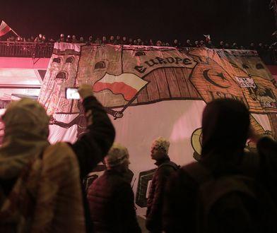 """11 listopada pod hasłem """"My chcemy Boga"""" ulicami Warszawy w marszu przeszło około 60 tys. osób"""
