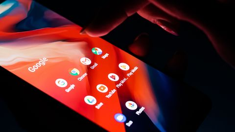 Android Q z ciemnym motywem: do internetu trafiły pierwsze zrzuty ekranu