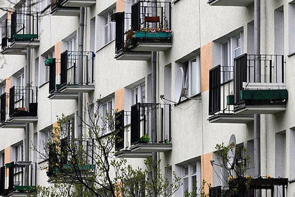 Dwuletni chłopiec wypadł z okna w Chorzowie