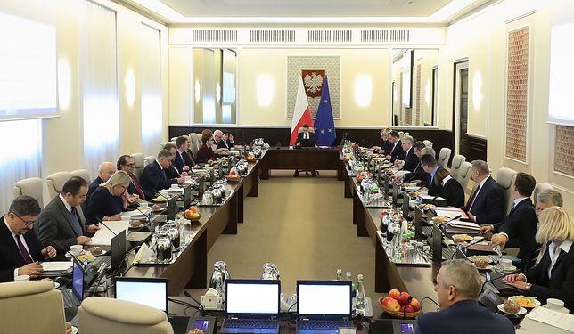 Członkowie gabinetów politycznych dostali w 2017 roku łącznie 1,3 mln. złotych premii