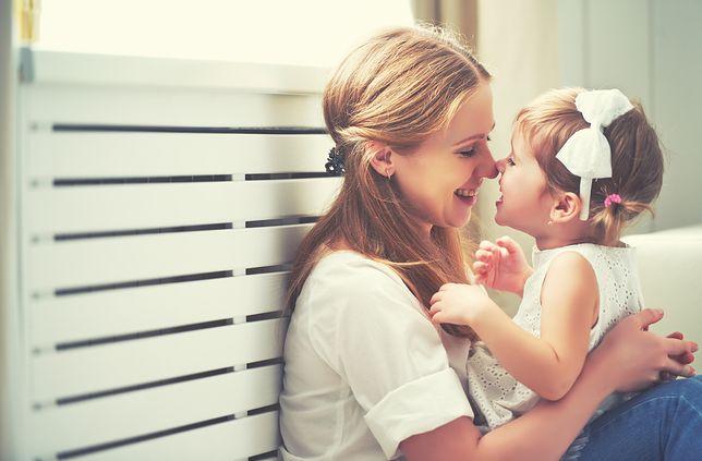Prezent na Dzień Matki od państwa to nie tylko 500+. Czy w Polsce opłaca się rodzić dzieci?