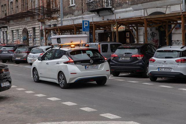 Warszawa. Samochód ZDM podczas e-kontroli na ulicach  Śródmieścia,7 stycznia br.