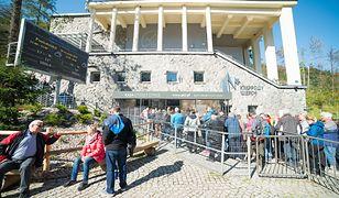 Kolejka po bilety na Kasprowy Wierch (zdjęcie ilustracyjne)