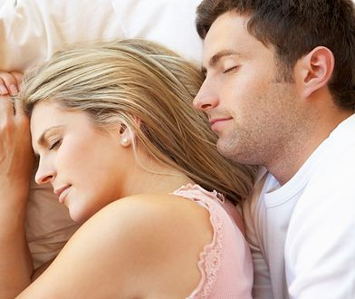 To, jak śpicie, może umacniać lub sabotować wasz związek.