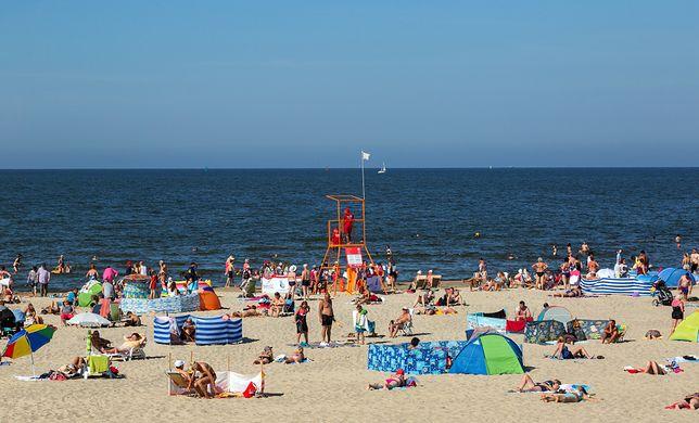 Według zaleceń optymalnie byłoby, gdyby na plaży przebywała 1/3 przeciętnej liczby turystów w sezonie letnim