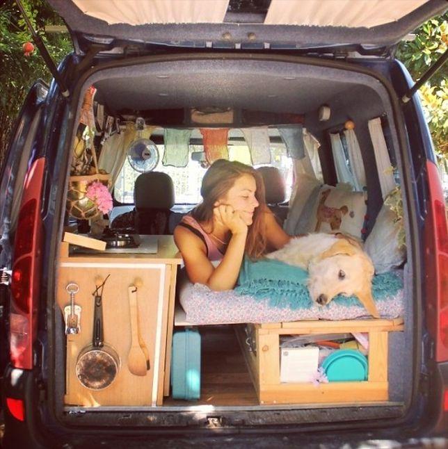 Rzuciła doskonale płatną pracę, wyremontowała starego vana i ruszyła w drogę