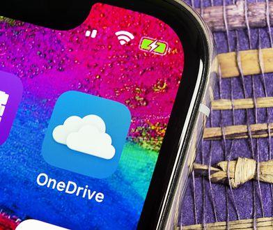 OneDrive, czyli dysk w chmurze. 1 TB miejsca na zdjęcia i dane. W pakiecie rodzinnym to aż 6 TB powierzchni dla 6 osób. Każdy użytkownik może korzystać ze swojej licencji na 5 dowolnych urządzeniach.