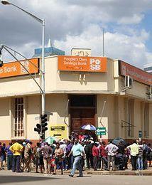 Zimbabwe grozi wpadnięcie w gospodarczą spiralę śmierci. Pogłębia się kryzys z powodu niedoboru gotówki