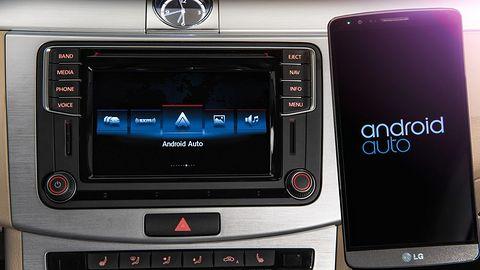 Mazda odkryła, że są smartfony i wprowadzi Android Auto i CarPlay