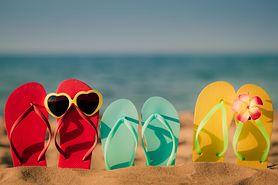 Klapki na rzep i japonki idealne na lato - obalamy mit