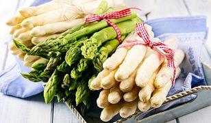 W sklepach znajdziemy białe i zielone szparagi