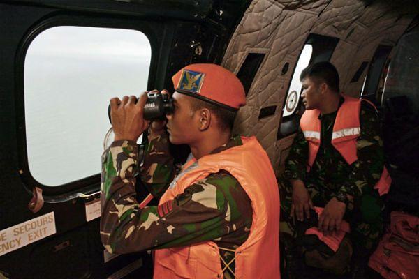 Służby starają się odnaleźć kadłub samolotu linii AirAsia