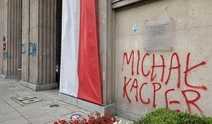 Warszawa. Imiona dzieci, które popełniły samobójstwo na ścianach gmachu MEN