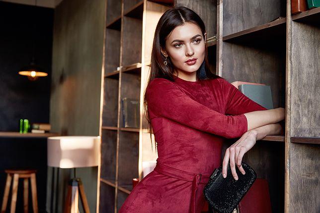 Podkreśl talię odpowiednią sukienką i dobierz klasyczne dodatki, a stworzysz stylizację na wiele okazji