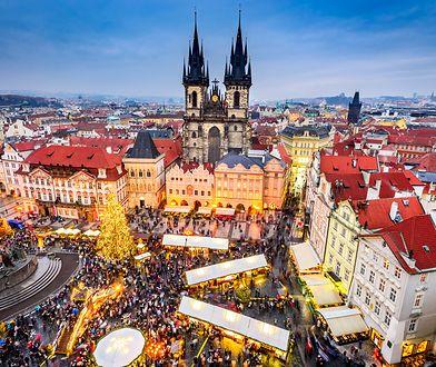 Każdego roku największy czeski bożonarodzeniowy jarmark organizowany jest na Rynku Starego Miasta w Pradze