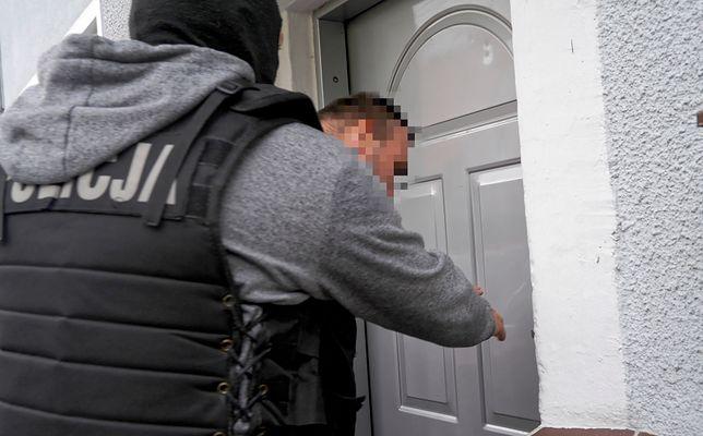 """Szczecinek. Łukasz K. przyznał się do gwałtu na 13-miesięcznej dziewczynce. """"Nagły impuls"""""""