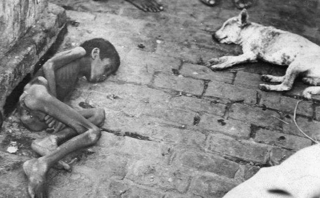 Umierające z głodu bengalskie dziecko, 1943 r.