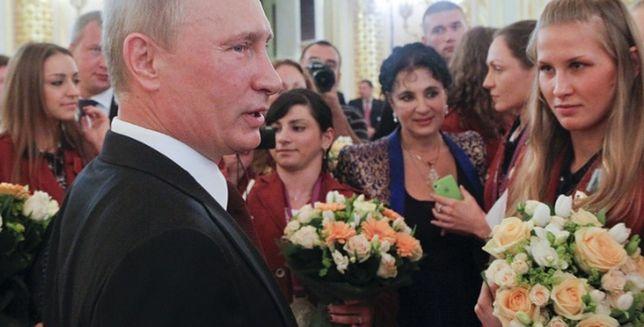 Putin a seks grupowy