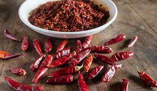 Papryczka chili w kuchni. Pięć pysznych dań na ostro