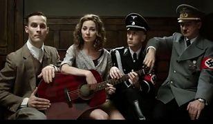 """Nergal-Ribbentrop i Więckiewicz-Hitler śpiewają """"Sen o Warszawie"""""""
