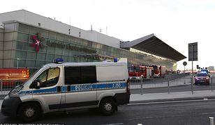 Akcja służb podczas alarmu bombowego na Lotnisku Chopina w Warszawie 6.08.2012