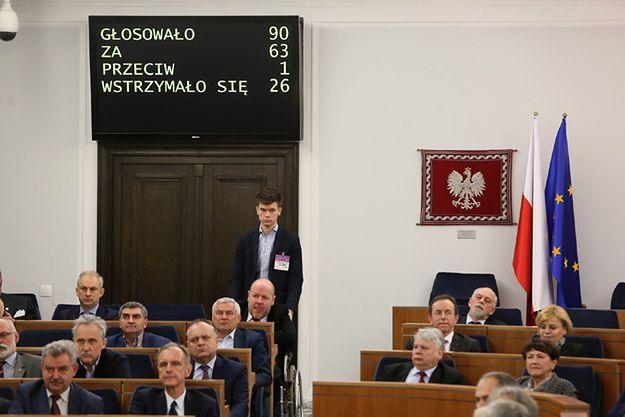 Senat przyjął bez poprawek ustawę wprowadzającą program 500 plus